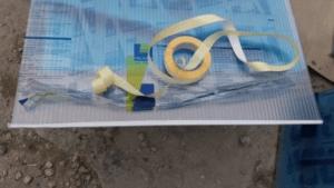 tasma nieprzepuszczalna 300x169 Szklarnie z poliwęglanu – budowa, wady i zalety